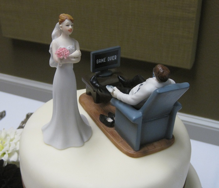 build a virtual wedding cake 9 wedding cake toppers that signal a divorce everybody 12210